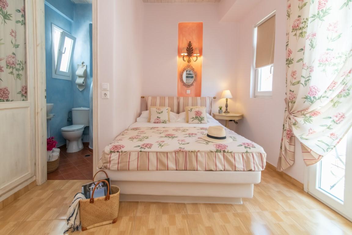 madalena's family rooms Tinos